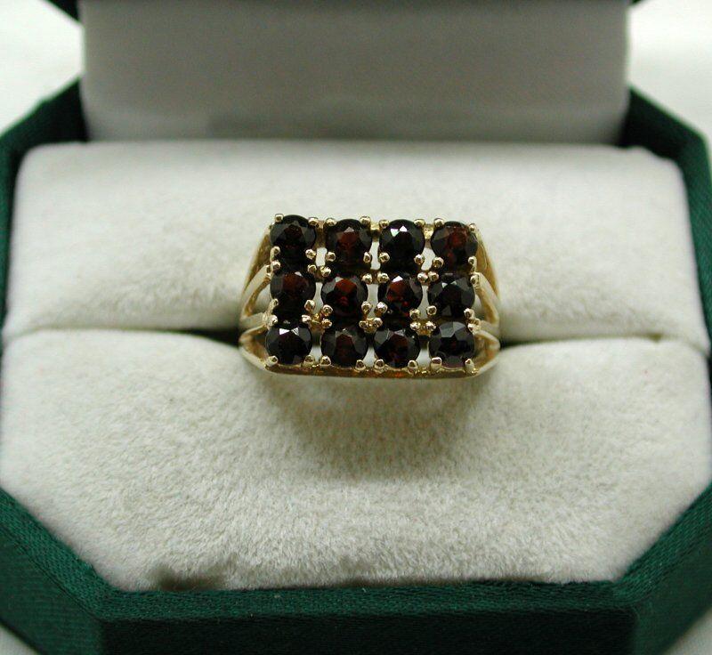 Una bella oro 9 carati dodici Pietra Garnet Anello Abito Abito Abito be387b
