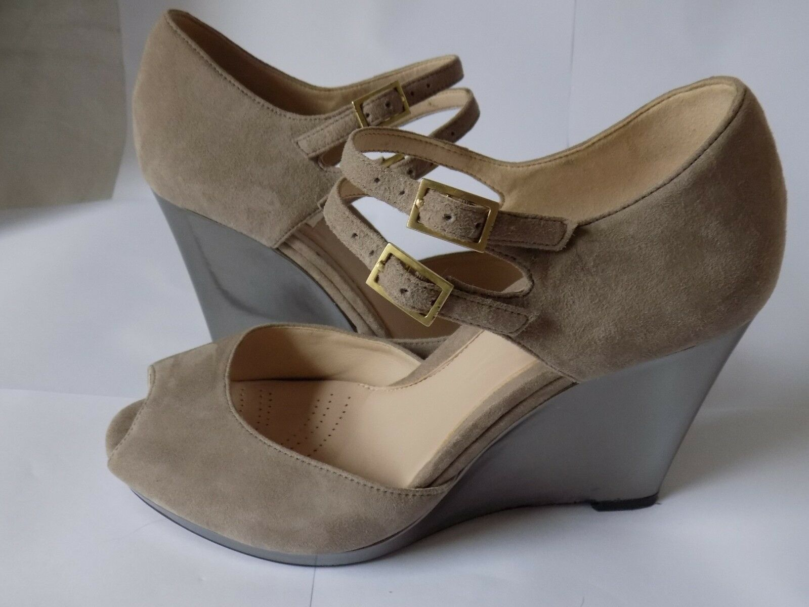CLARKS LADIES WITH TAUPE SUEDE  LEATHER WITH LADIES  METALIC   WEDGE SANDALS  STD 302aa2