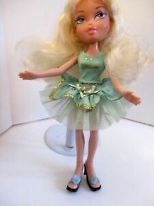 Bratz-Doll-Pink-Lips-Long-Blonde-Curly-Hair-Light-Green-Outfit-amp-HIGH-HEELS