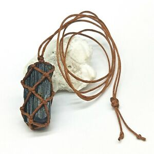 der-schwarze-turmalin-naturstein-kristall-saeule-anhaenger-halskette