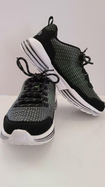 SKECHERS LUMINATORS Light up Boys Sneakers Size 2.5, with dual USB cord. EUC