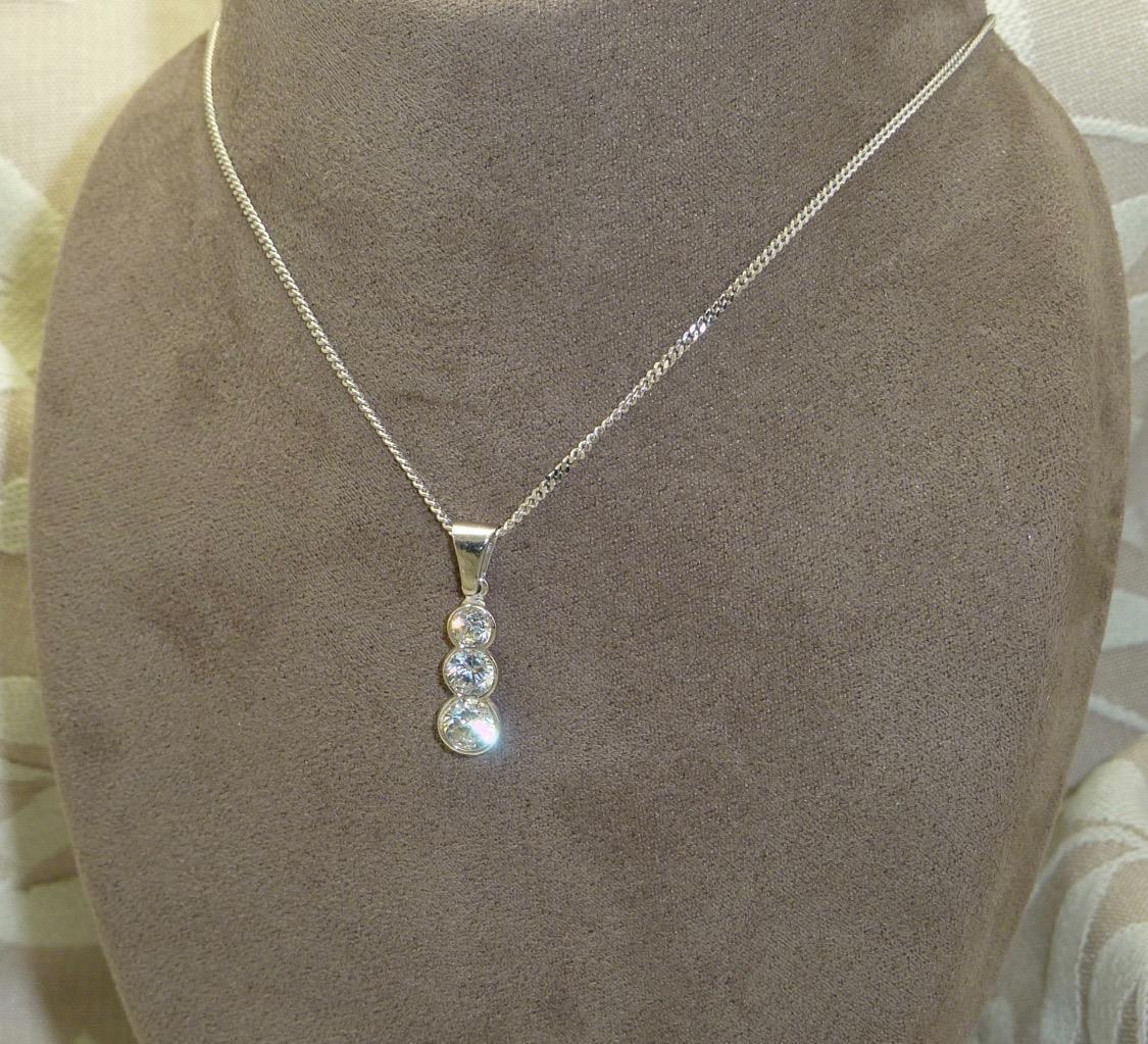 9 KT 9K 9K 9K con zirconi cubici in oro bianco Set Ciondolo & 18  BELLE MARTELLATO cordolo catena 98d0f4