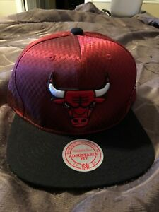 NWT-Chicago-Bulls-Mitchell-amp-Ness-Red-Snapback-Hat-Cap-New