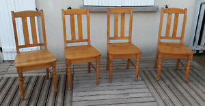 Lot de 4 chaises en pin massif