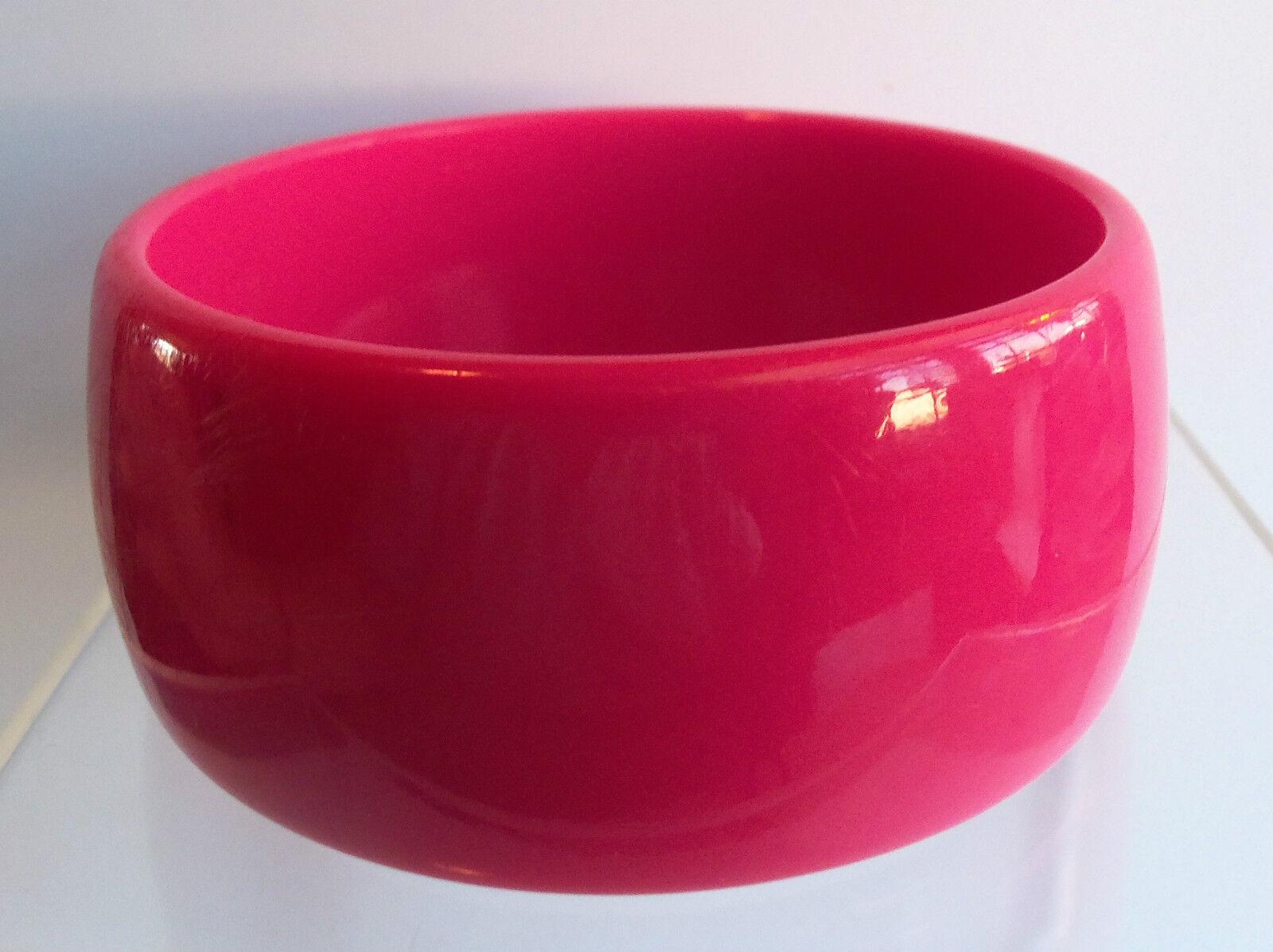 VINTAGE 60's Wide Hot Pink Thermoset Lucite Bangl… - image 5