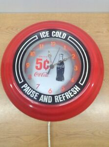VINTAGE-COCA-COLA-DRINK-5-CENT-ICE-COLD-PAUSE-AND-REFRESH-LIGHT-UP-WALL-CLOCK