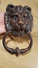 Adorabile vecchia vintage in ottone/bronzo con Batacchio Testa Di Leone