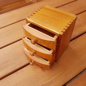 PORTAGIOIE-in-legno-con-3-cassetti-in-colore-marrone