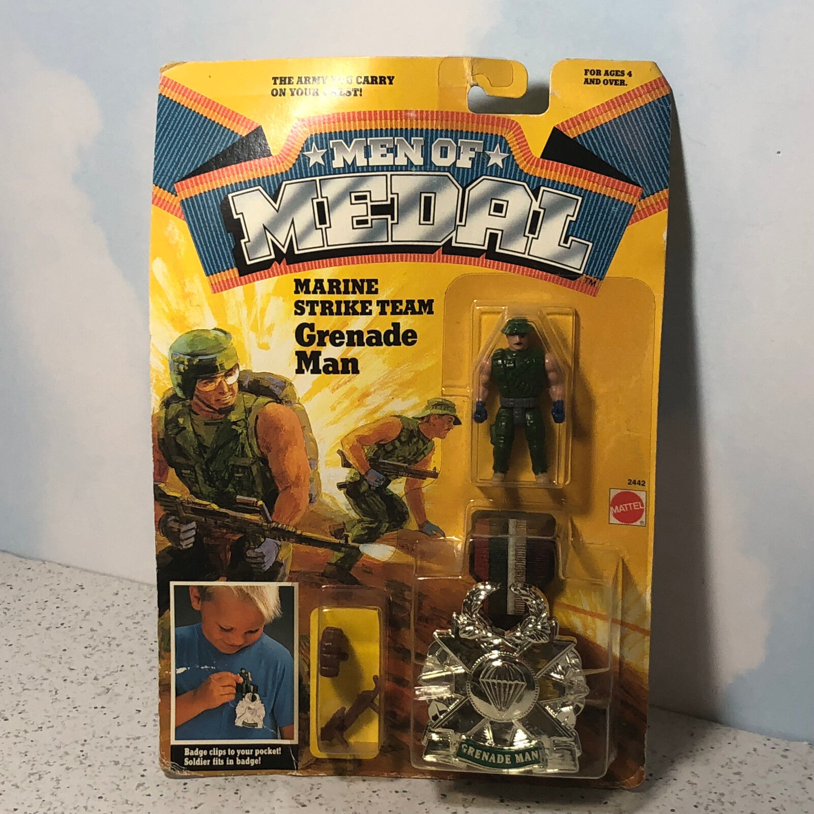 1988 1988 1988 MATTEL MEN OF MEDAL MOC ACTION FIGURE CLIP ON BADGE MARINE STRIKE GRENADE 96f390