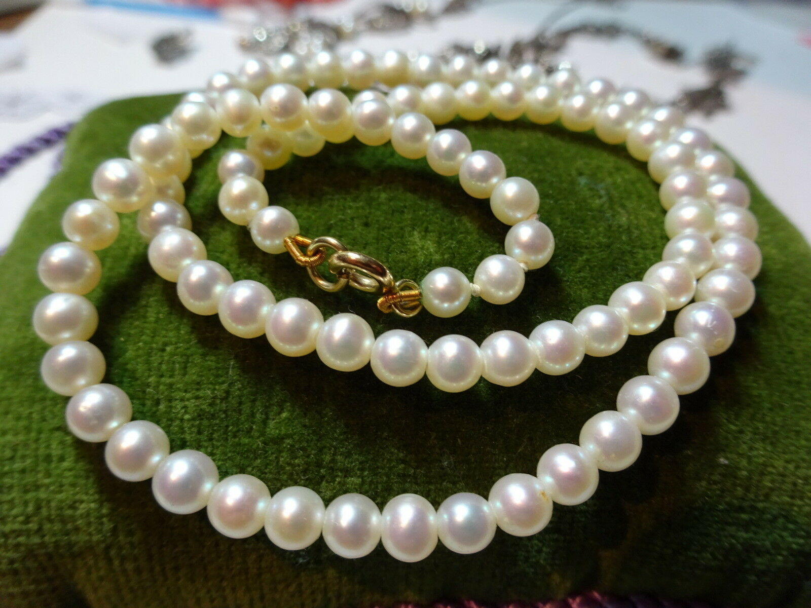 A Fine Single Row of Cultured Pearls 9 Ct gold Clasp Vintage