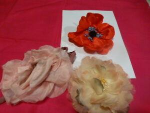 anciennes-mercerie-fleurs-tissus-chapeau-broche-revers-de-veste-au-choix