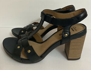 NWOT-Clarks-Banoy-Valtina-Sandals-Shoes-Shoes-8-Leather-Studded-Open-Toe-Womens
