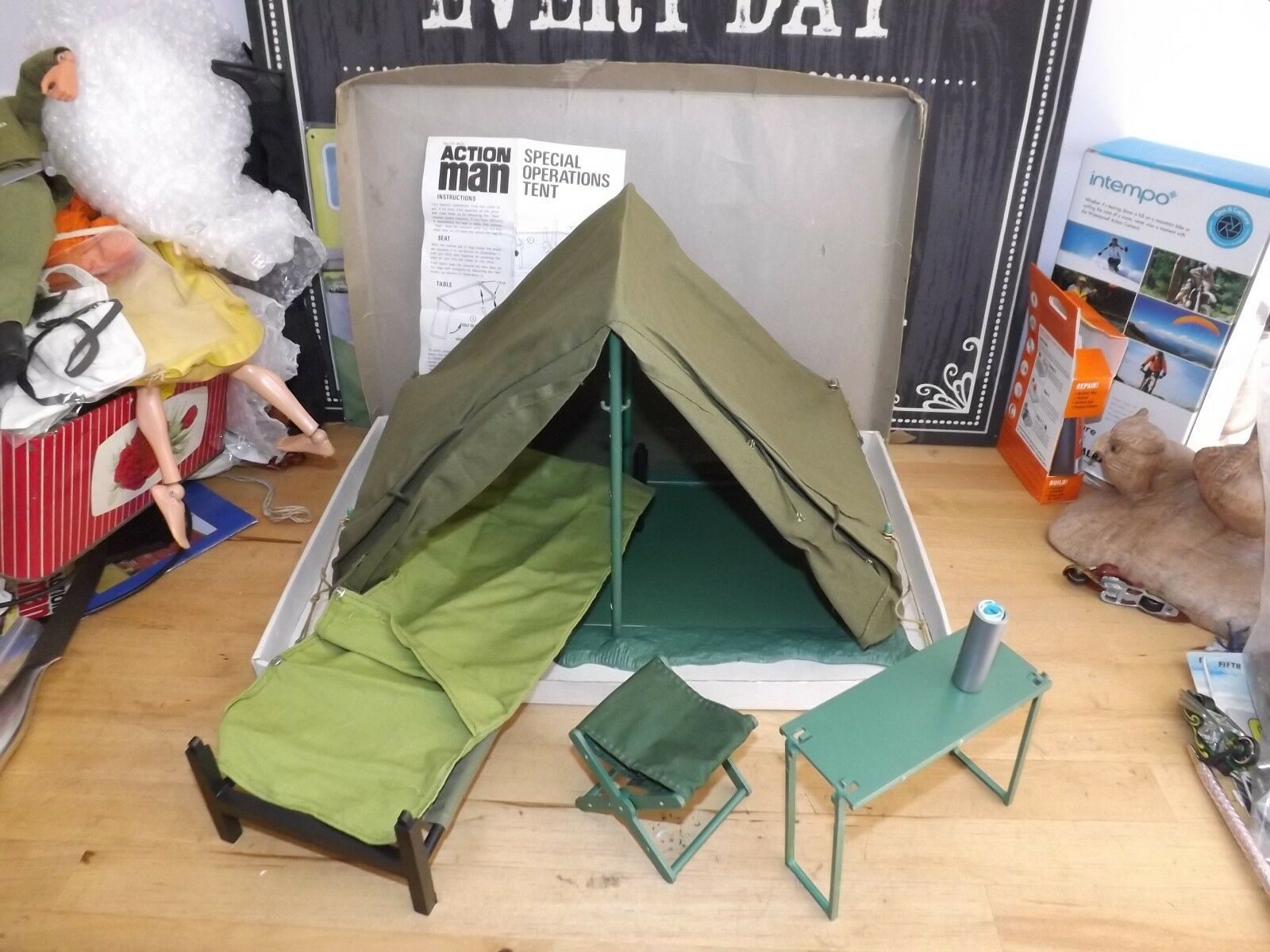 ORIGINAL VINTAGE Action man Special Operations Tent Boxed with bed sleeping bag