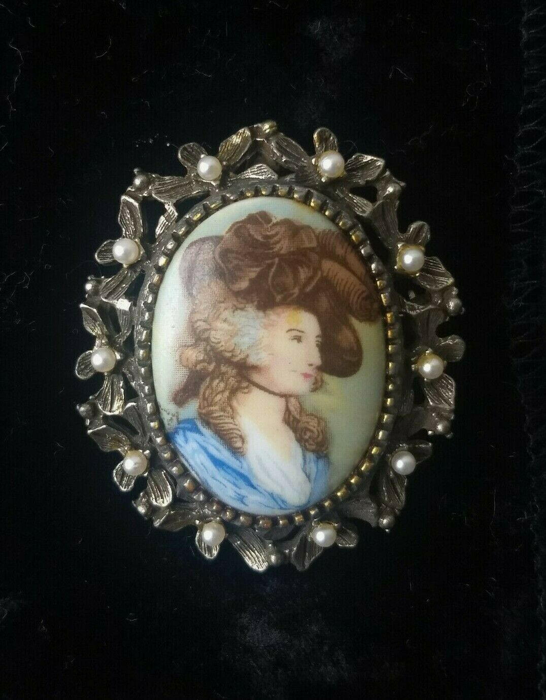 Made in France signed estate jewelry Vintage Hand-painted Lady in Blue Limoges Brooch pendant