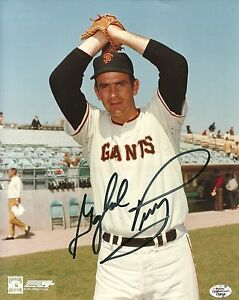 GAYLORD-PERRY-SAN-FRANCISCO-GIANTS-SIGNED-AUTOGRAPHED-8x10-PHOTO-W-COA
