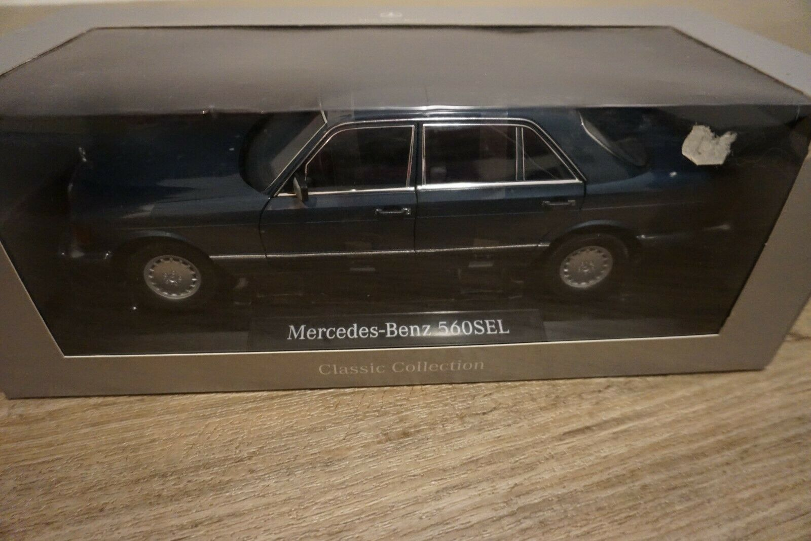 1 18 Norev Mercedes-Benz 560 SEL Lapiblå ny