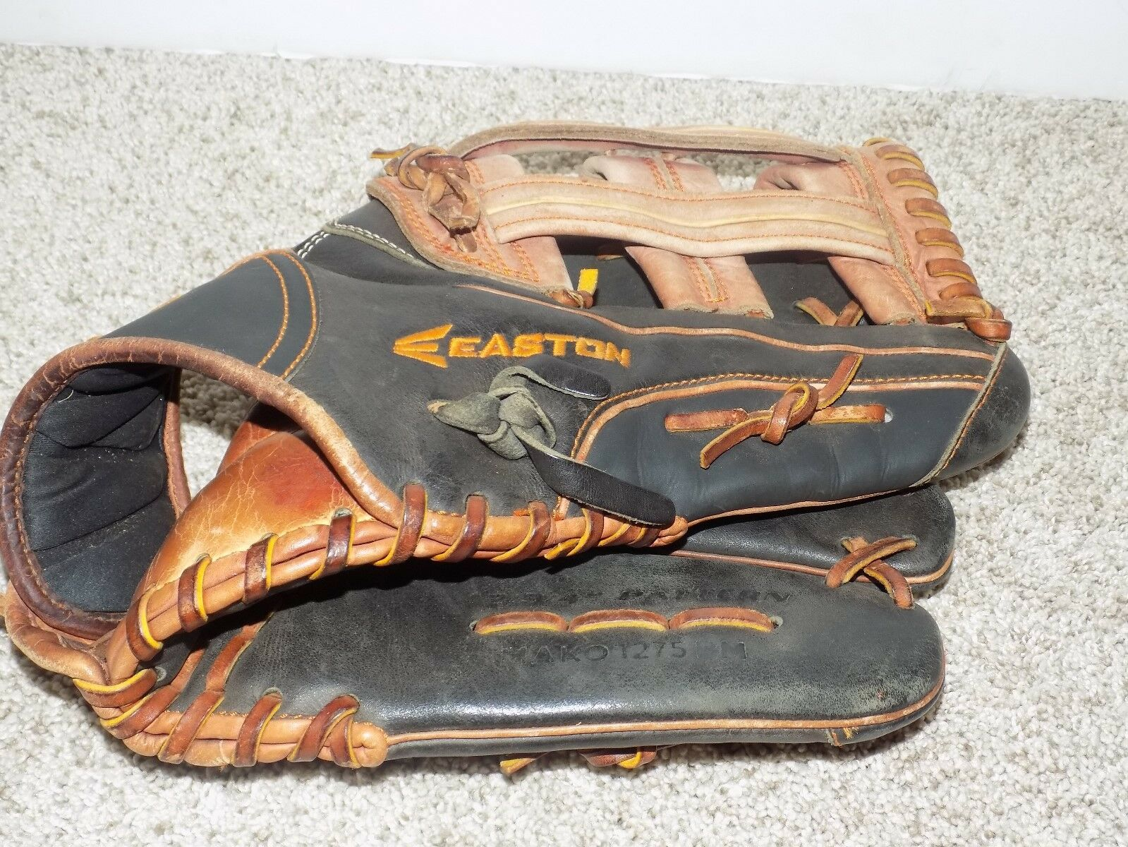 Easton Mako Edición Limitada 12.75  Guante de béisbol Mako 1275BM