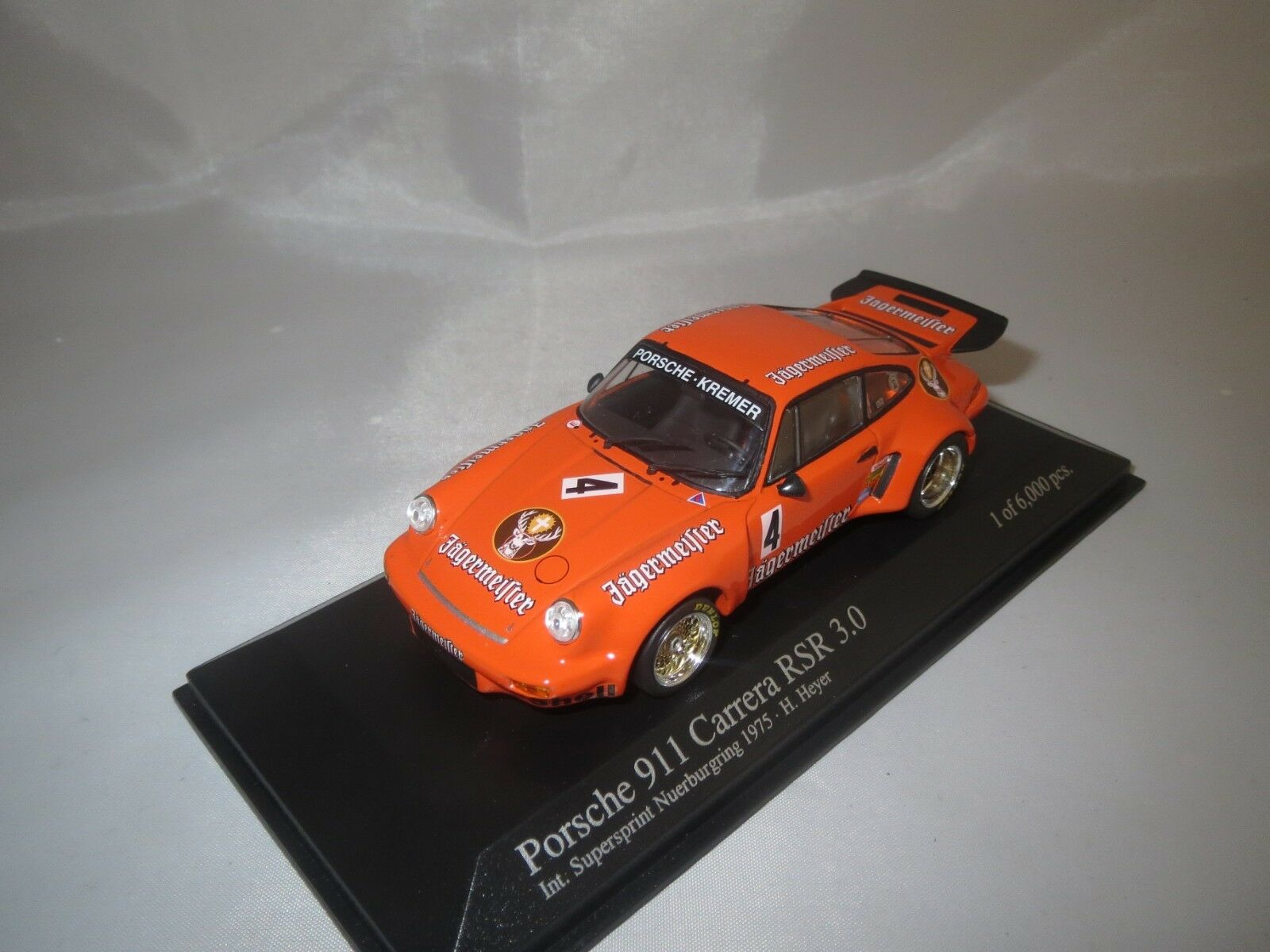 Minichamps Porsche 911 Carrera RSR 3.0  4  NURBURGRING 1975  1 43 en vitrine