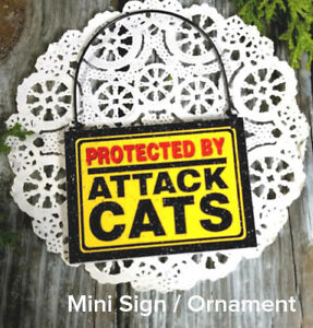 DECO-Mini-Sign-PROTECTED-BY-ATTACK-CATS-Door-Hanger-Fun-Gag-Gift-Wood-Ornament