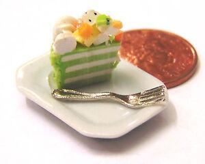 1-12-Scale-Slice-Of-Cake-On-A-Ceramic-Plate-Dolls-House-Miniature-Accessory-SC26