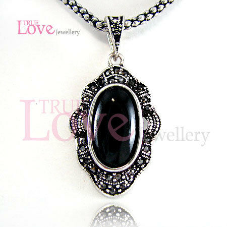 Vintage Necklace w/ Swarovski Crystal N147626