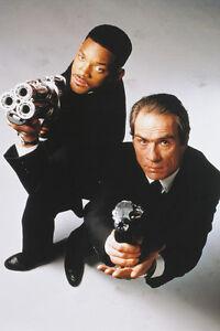 4e498014a0 Will Smith Tommy Lee Jones Men in Black II with guns 11x17 Mini ...