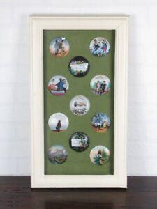 Vitrine-avec-Collection-Anciens-Frises-de-Chope-en-Porcelaine-Debut-Xx-Seconde