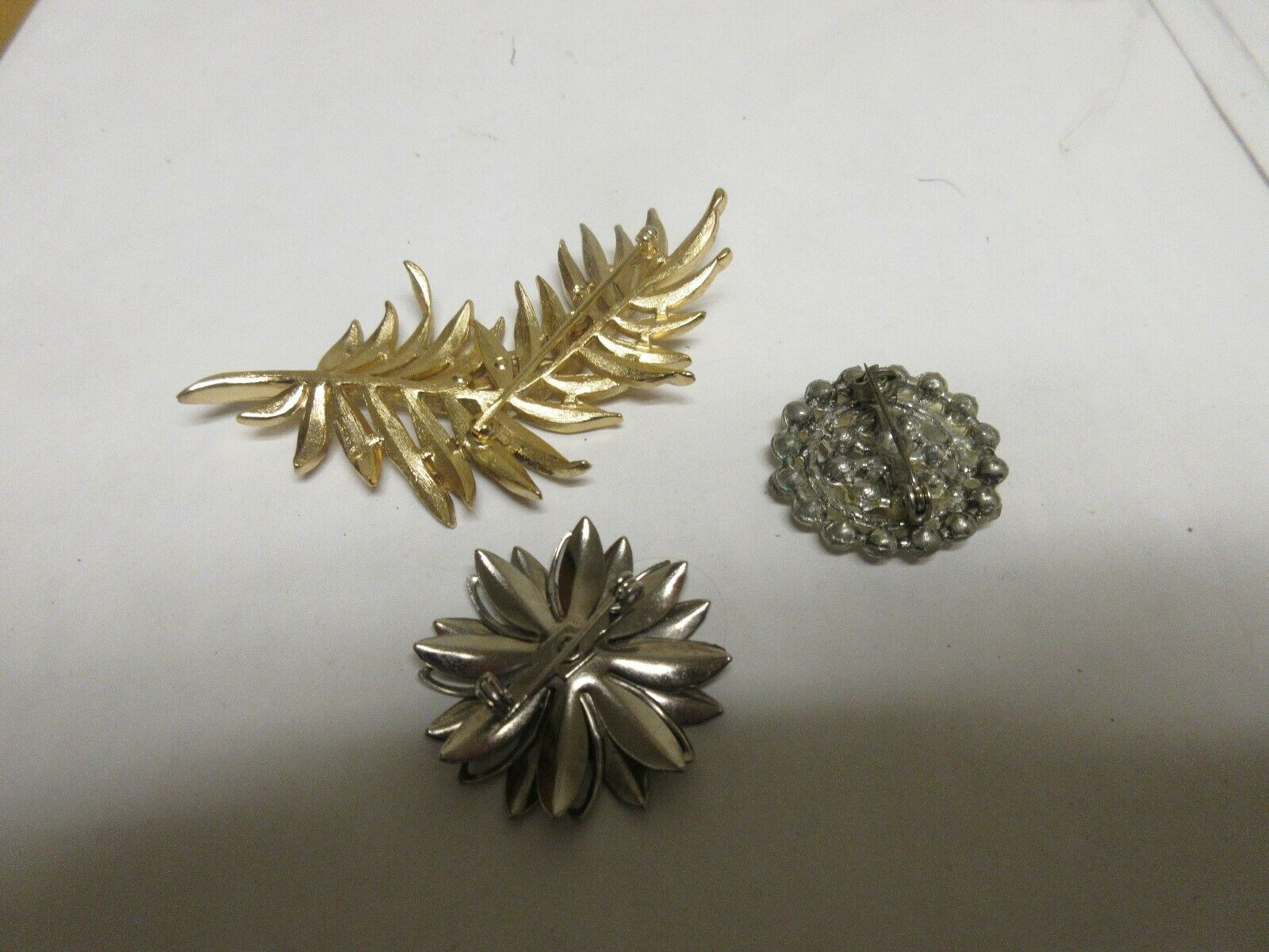 Costume Jewelry , Vintage , Pins / Brooch . Mixed Lot o