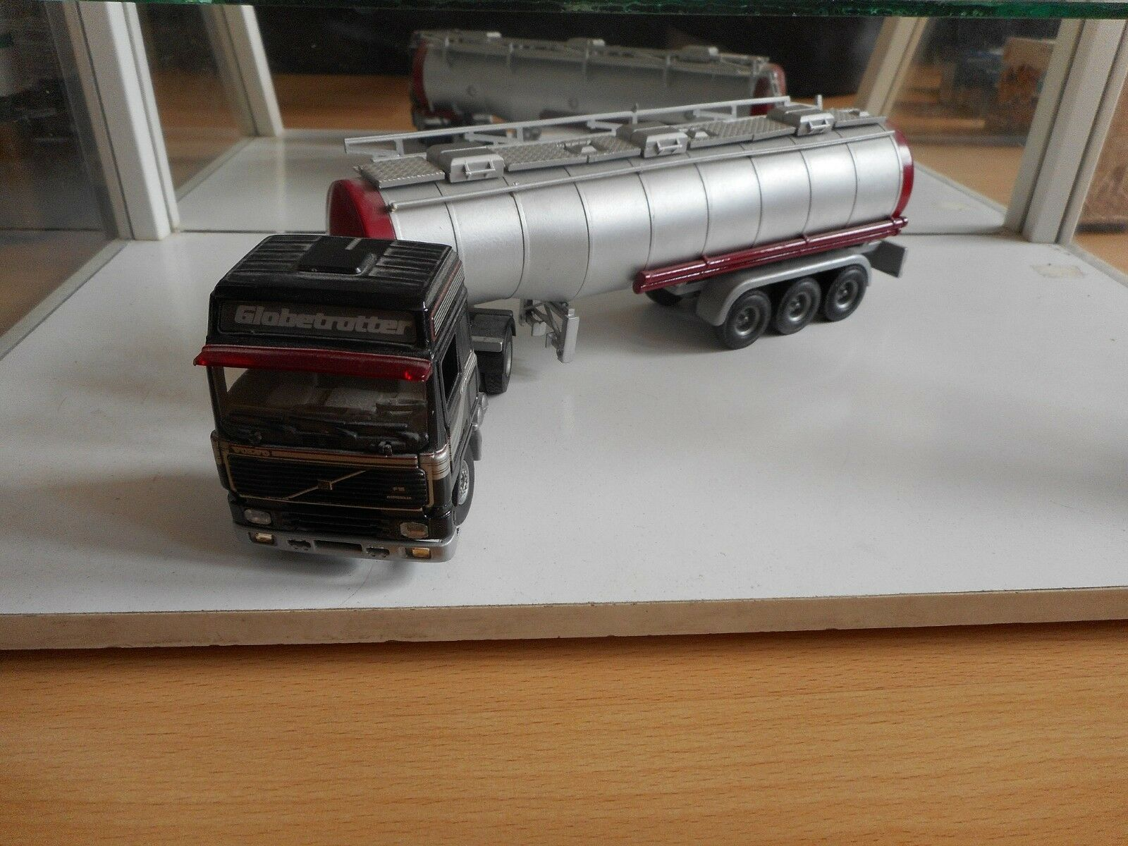 Tekno Holland Volvo F16 Globetrojoter + Trailer in negro gris on 1 50
