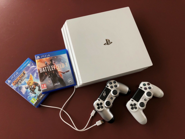 Playstation 4, PS4 PRO, Perfekt, Sælger min PlayStation 4…
