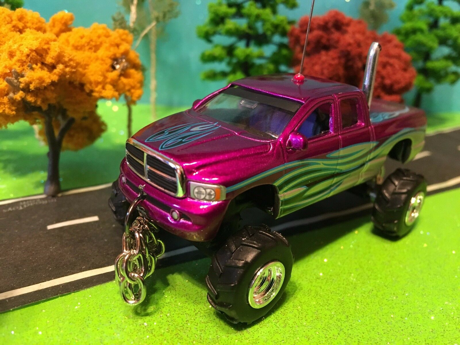 1/64 Custom Dodge 4 WD, G5 Lift Kit, Chrome Pipe, Front/Rear Log Chains
