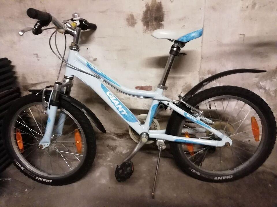 Giant Alluxx aloy, anden mountainbike, 7 gear stelnr.