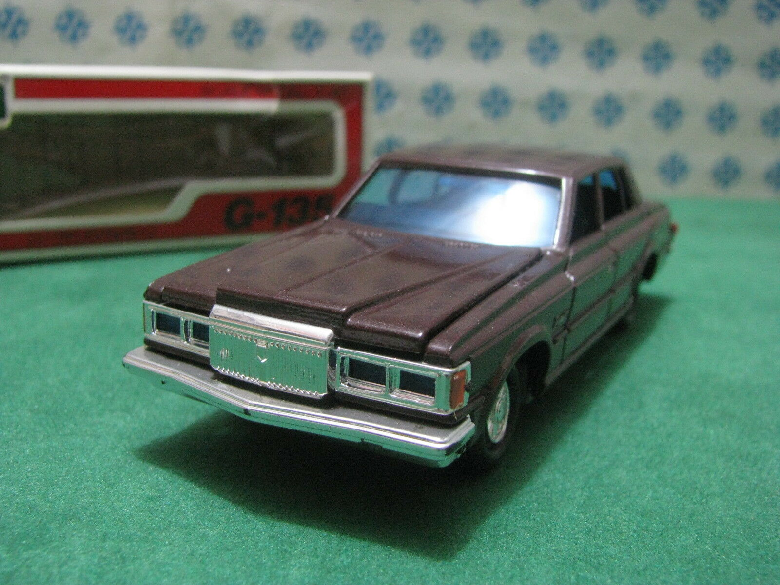 Vintage  -  TOYOTA CROWN Royal Saloon  -  1 40 G-135 Diapet Yonezawa toys 01537