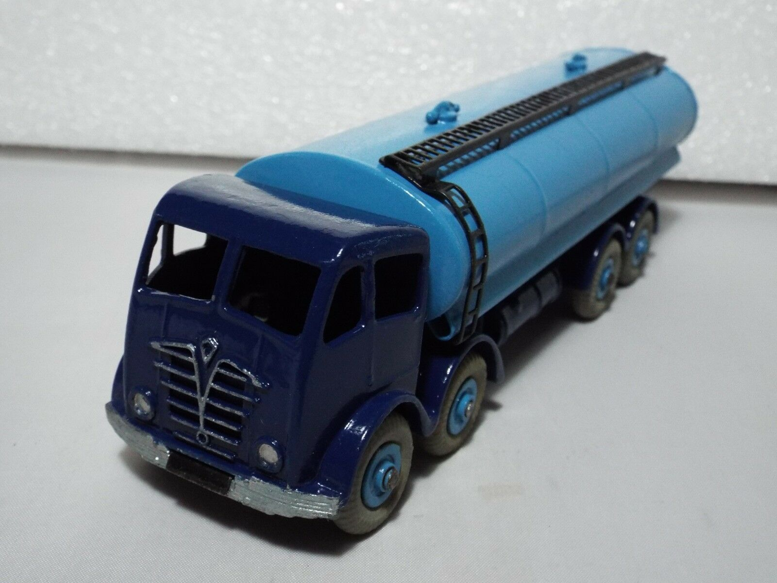 Dinky Supertoys No 942 is the second edition Foden 14 ton Tanker Exe Repaint