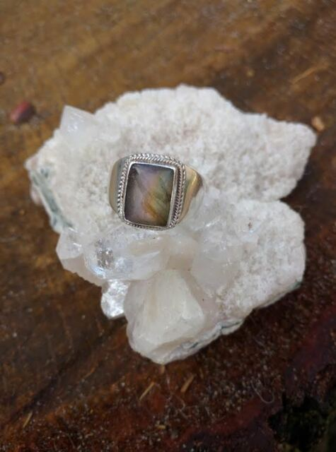 Beautiful Labradorite Ring set in 925 Sterling Silver Size 7 Purple Spectrolite
