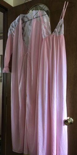 Vintage Ladies Lingerie 1950's Nightgown And Peign