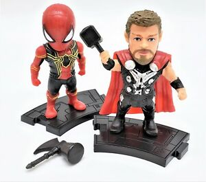 Iron-Spider-Man-in-Iron-Spider-Costume-avec-Thor-Collectible-Toy-Set