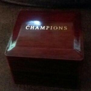 CHAMPIONSHIP-RING-1-SINGLE-HOLE-CHERRY-FINISH-CHAMPIONS-Display-Case-Box-USA