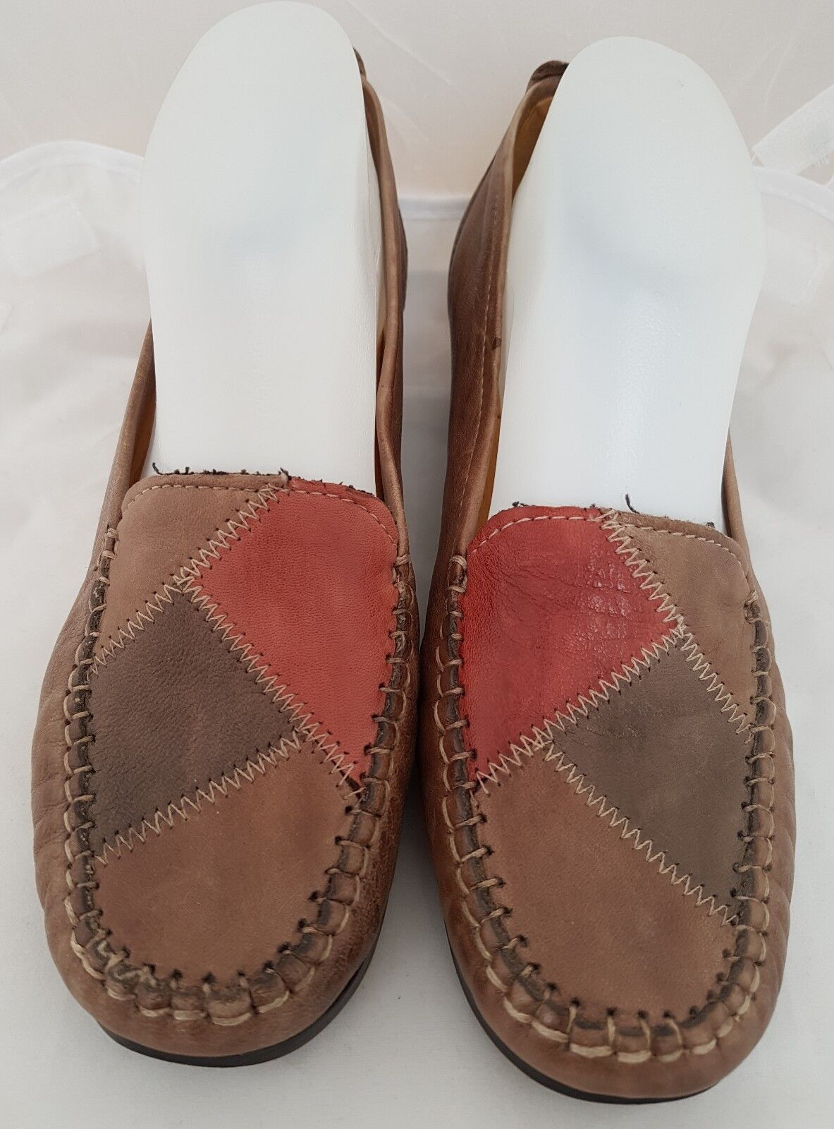 """Pavers Comfort Brown and Red Patchwork Court Shoe size 5 heel approx 1.5"""" (SB9)"""