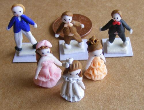 Petit argile polymère homme dans un manteau bleu maison de poupées miniature nursery accessoire