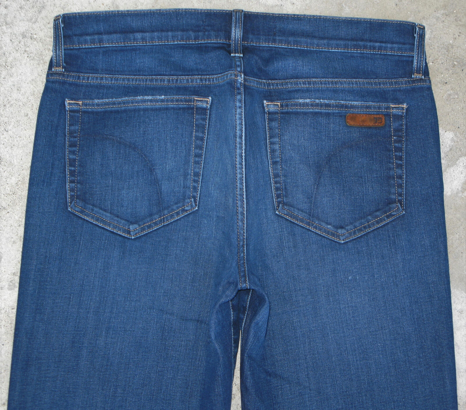 J0E's Mens Classic Straight Leg Jeans Sz 32 x 33  Stretchy Distressed Wash
