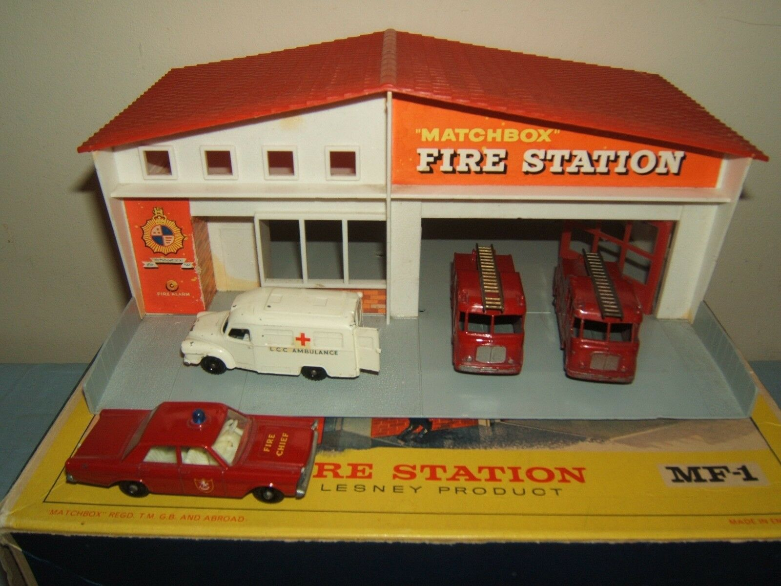 MATCHBOX LESNEY  MODEL No.MF1a     FIRE STATION   RED ROOF VERSION    VN MIB