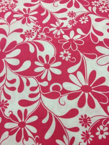 Crazy Daisy 100/% coton Quilting Craft Tissu Rose Blanc Benartex