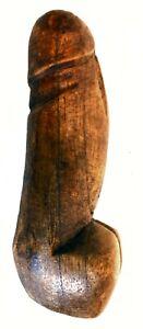 Un misterioso pene di legno è apparso sulle Alpi austriache