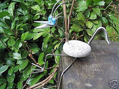 Vogel aus Edelstahl  mit einem Granitstein 30-35cm