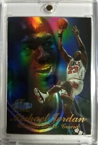 MICHAEL-JORDAN-1997-98-FLAIR-SHOWCASE-1-ROW-3-HOLOFOIL-REFRACTOR-LIKE-BULLS
