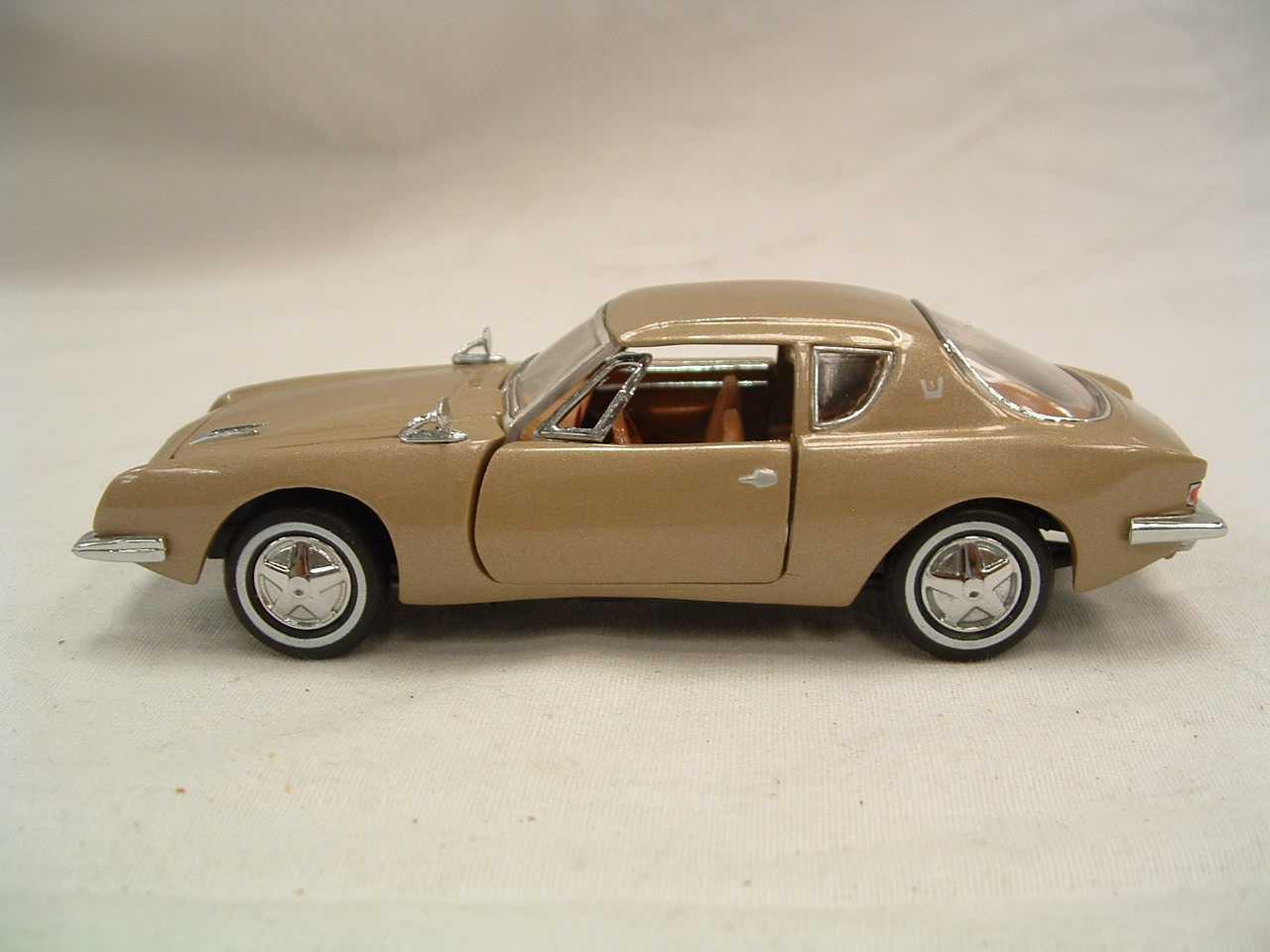 Nice 1963 Studebaker Avanti ~ Franklin Mint ~ 4 1/2