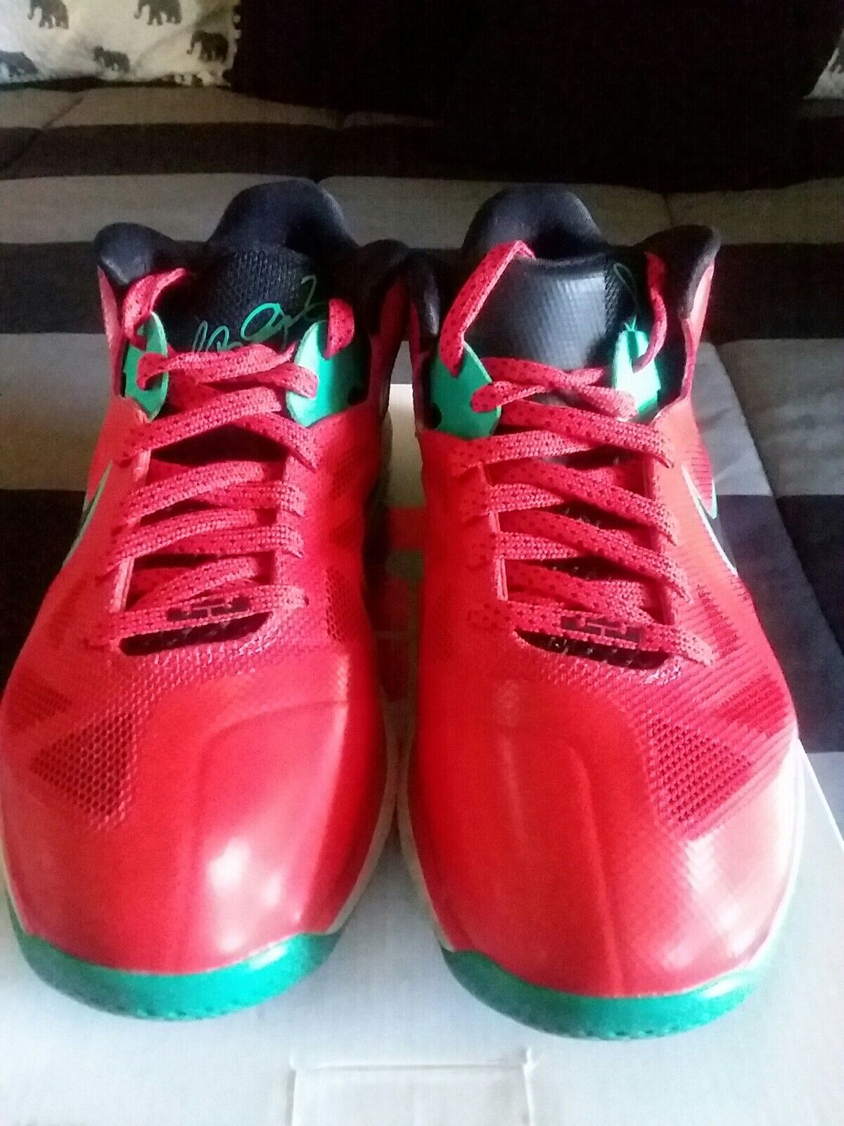 NIKE LEBRON IX 9 LOW  LIVERPOOL RED BLACK WHITE GREEN SIZE 8 PRE OWNED GREAT