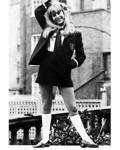 SUSAN-GEORGE-TWINKY-8X10-SCHOOL-GIRL-OUTFIT-PHOTO