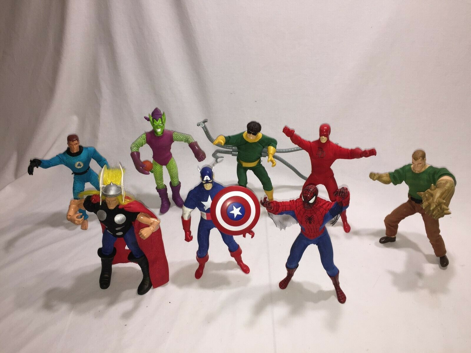 Marvel action figures 9  Dolls  Lot of  8 lot B